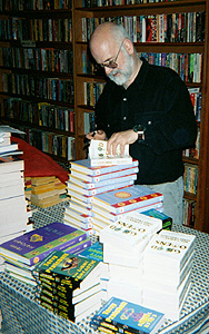 Terry Pratchett and a stack of Thief of Time