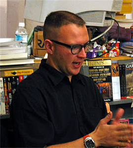 Cory Doctorow explaining digital rights. [digital photo by Lori Buschbaum]